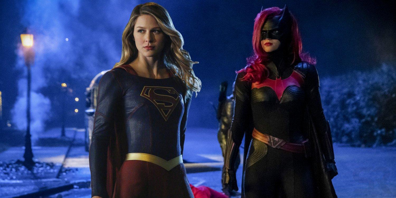 Supergirl-y-Batwoman-Crisis-en-las-tierras-infinitas